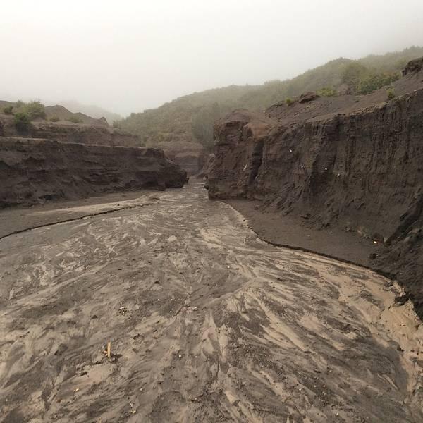 火山结构示意图英语