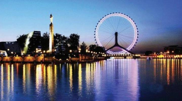 天津之眼摩天轮,是天津的地标性建筑,来天津必去的一处景点,也是俯瞰