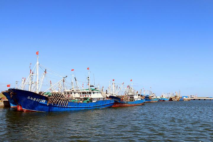 启东是南通代管的一个县级市,地处长江入海口北侧,三面环水,是江苏