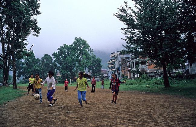 【行摄尼泊尔】胶片中的震后动漫_加德满都旅背影佛国女生图片唯美图片