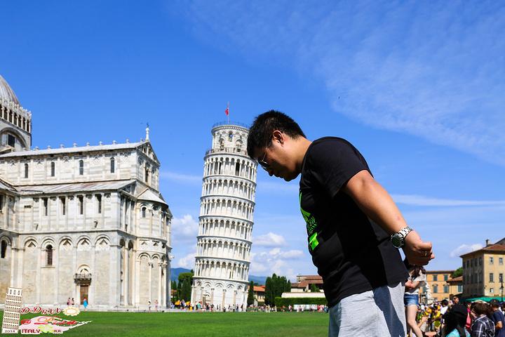 """合影合出個性的""""凹凸有致""""的游客,儼然成為了一道有趣的風景~在塔上看"""