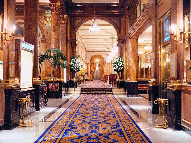 欧式宫殿的异国风情,室内的装潢典雅中透着高贵,每一个角落都布置的
