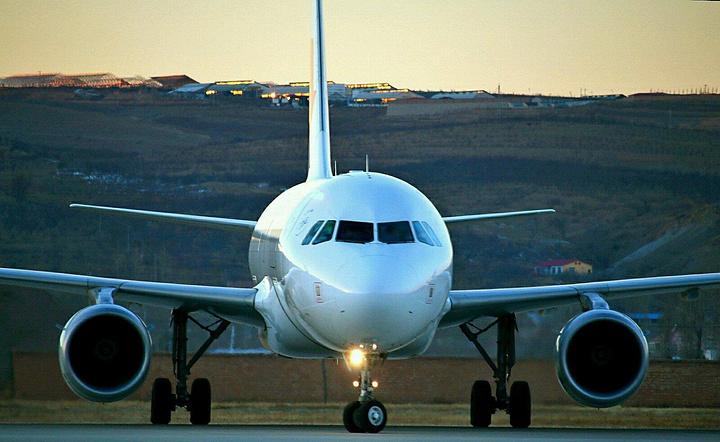 乘着东方航空公司的空客a319抵达九寨黄龙机场