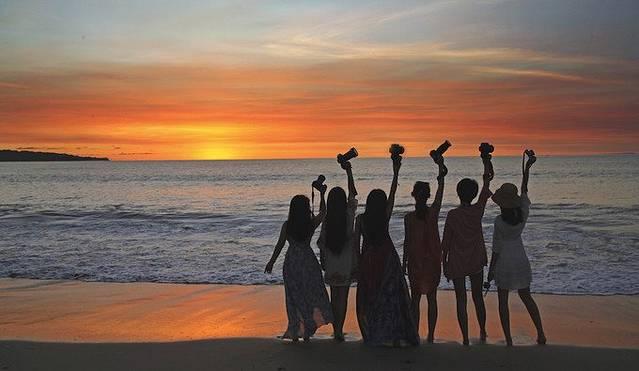 海边夕阳说说 海边夕阳背影图片唯美 海面夕阳的说说