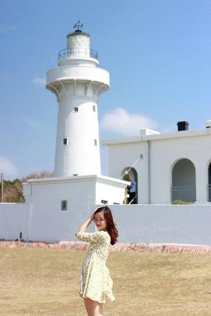 公园里面有个白色的灯塔,那里是游客最喜欢拍照的地方,无论是在下面还