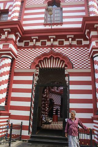 """""""这是科伦坡一座历史悠久的清真寺,位于贝塔..._贾米-埃勒-阿尔法清真寺""""的评论图片"""