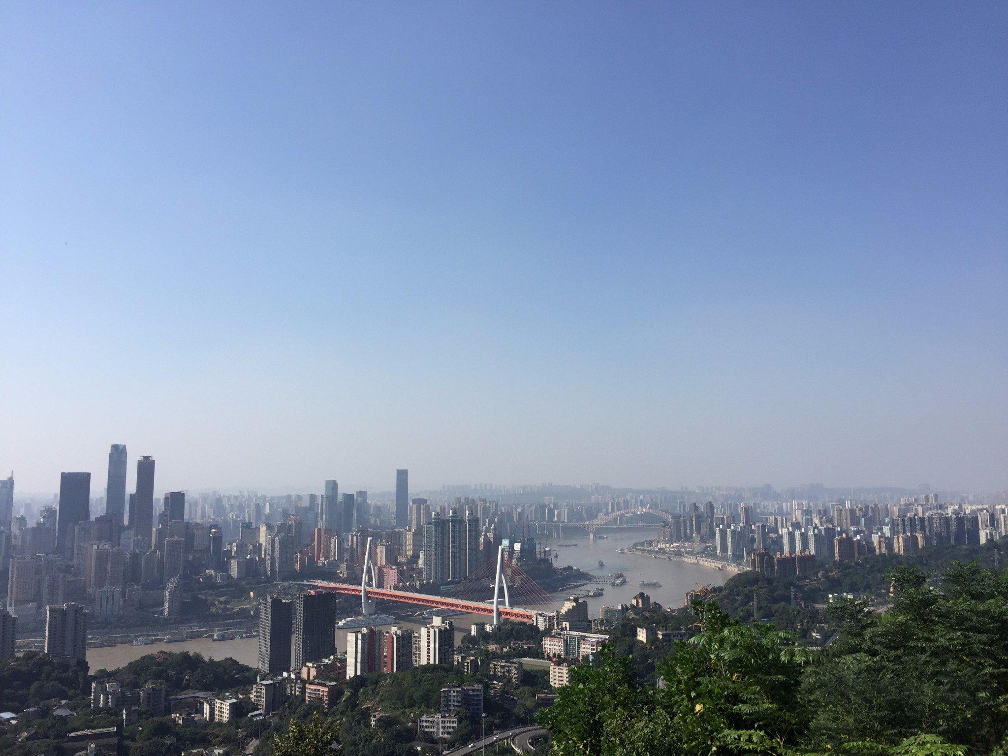 来山城重庆,尝一尝辣到哭泣的重庆火锅
