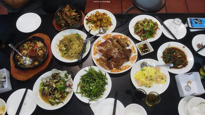 晚餐喝酒划拳 ((o(^_ ^)o)) 在南方遇到一帮真性情不易啊!