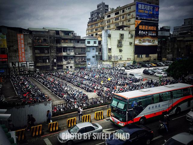 台北和泰国,印度都是机车超级超级多的国家,但是台北最好,因为台北的