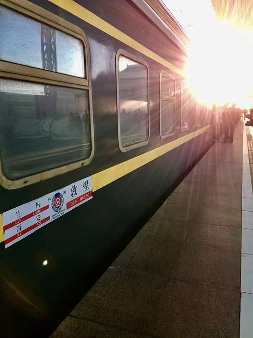 敦煌张掖火车_一个人 也可以苟且远方  在张掖 只有半夜凌晨才有火车开往敦煌 要坐