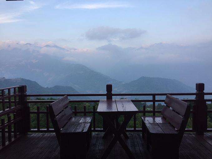 【湘晴】民宿有獨立陽臺風景還不錯,但是很大而且有蚊子,坐不久.