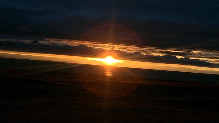 最后其实很幸运,我们看到了黑马河镇上的日出!让人释然灵魂上升的美!