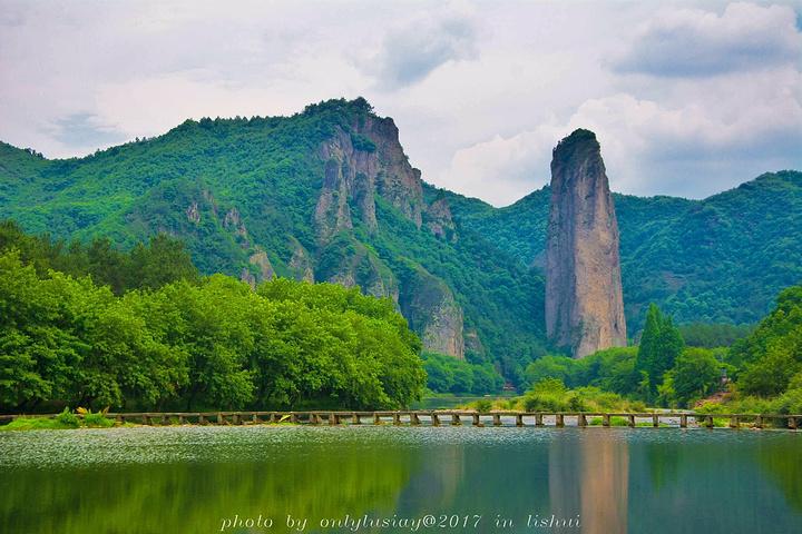 回程的路上临时决定去仙都风景名胜区的鼎湖峰.