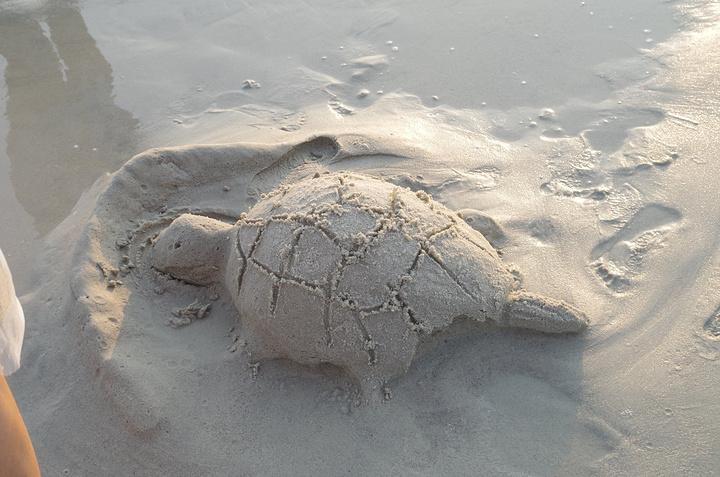 北海游泳偷拍_5米,而且沙非常的细,堆沙丘,游泳都很不错,而且说这个沙滩是不会与