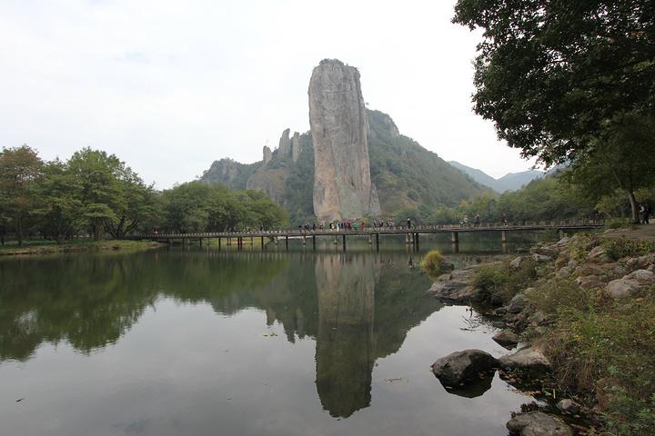 门票60元.鼎湖峰景区主要围绕鼎湖峰展开的.
