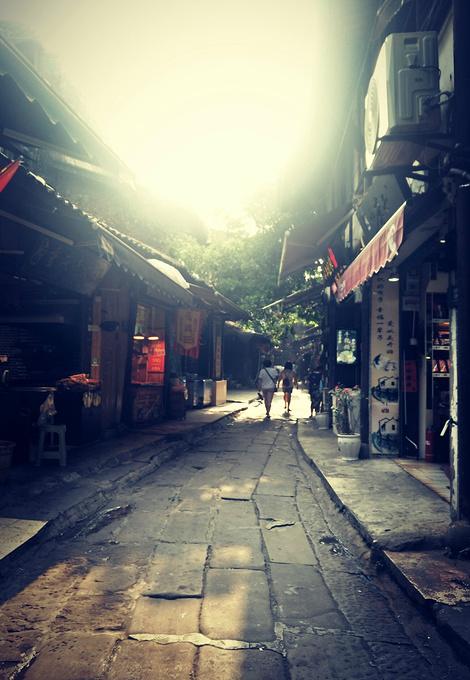 何当一来游_何当共剪西窗烛,却话巴山夜雨时_重庆旅游攻略_自助游