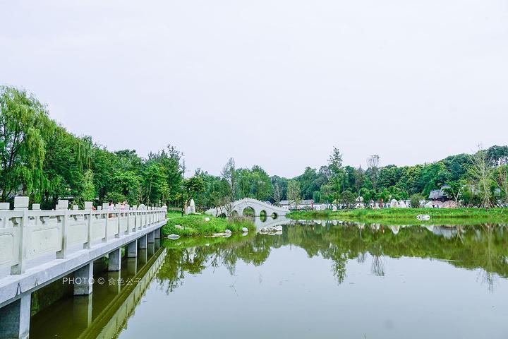 """浣花溪 公园在 成都 被誉为"""" 成都 最美的公园"""",园以杜甫草堂的历史"""