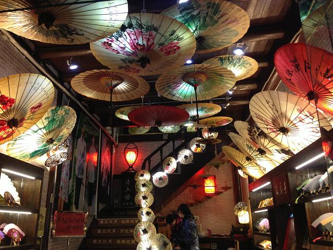 山塘街的油纸伞店