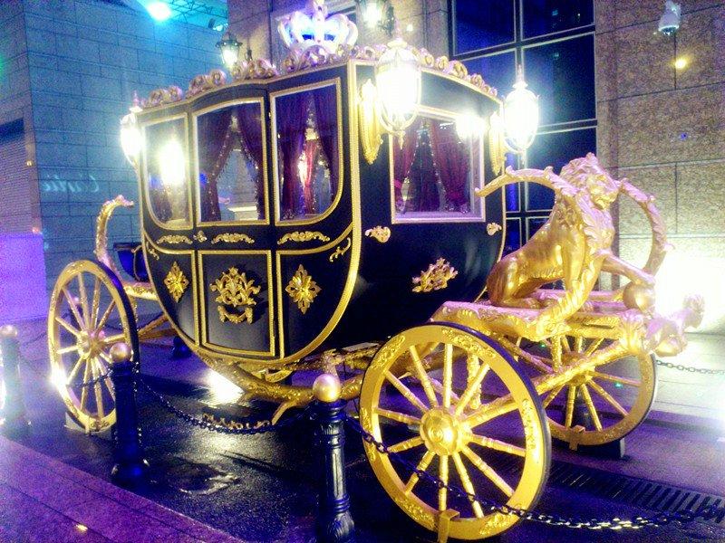 你可以在新马路新丽华酒店处搭乘新濠天地(dreamcity)的车前往新濠