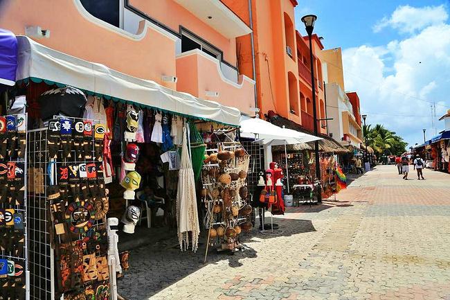 开曼群岛旅游攻略 加勒比海公主号之行  卡门海滩街景 晚上来玩的地方