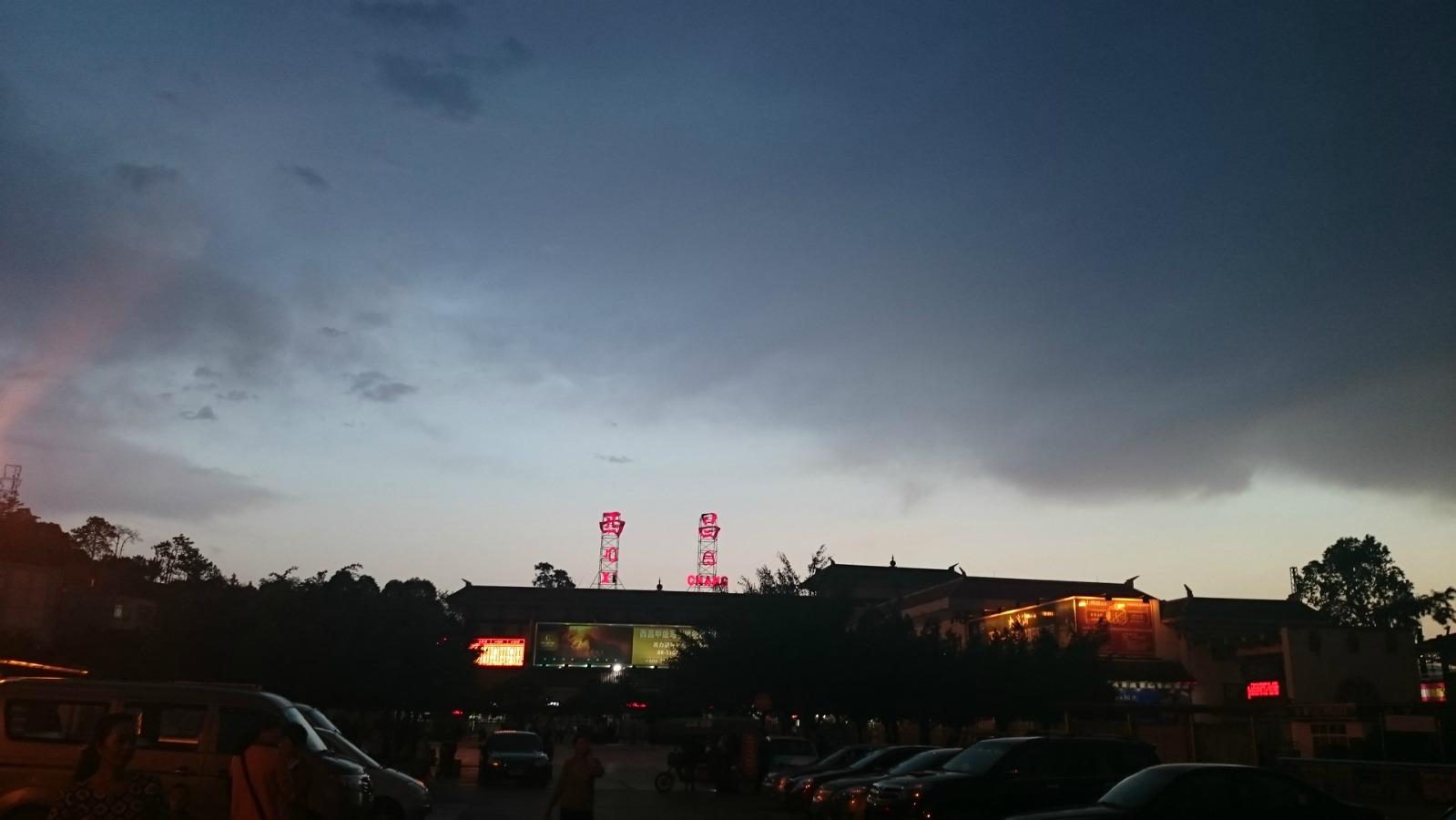如果到达西昌的火车是早上5点16和6点19 ,到哪里坐到泸沽湖的班