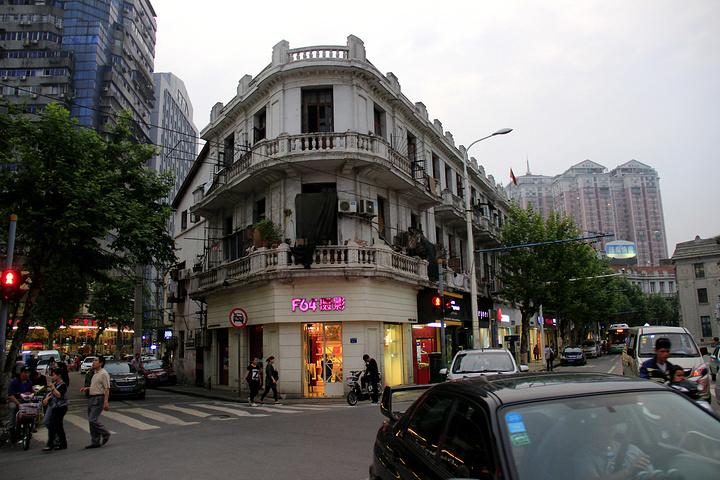 洞庭街是武汉市江岸区的一条街道,这一条街贯穿原英,俄,法三国租界图片