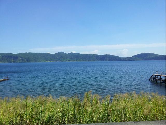 可能我们来的季节不好,春天的话湖边开满金灿灿的油菜花,应该美不胜收