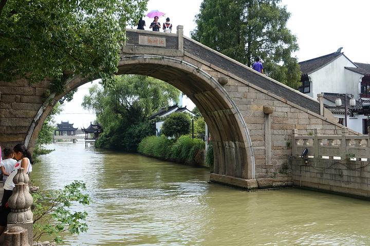 西門,跨過江村橋就是楓橋景區了,楓橋景區其實是一個小公園了,最出名