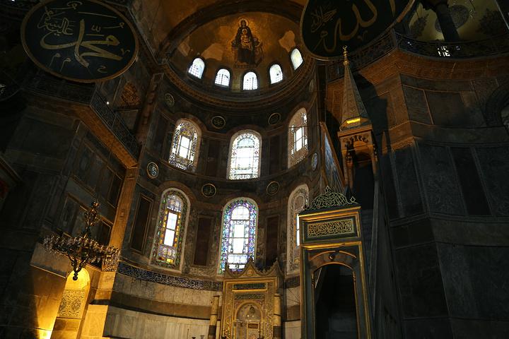 """""""这个教堂更像是基督教和伊斯兰教的结合体,显得很别致_圣索非亚大教堂""""的评论图片"""