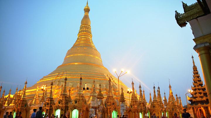 毫无疑问,仰光大金塔一定会是每位到缅甸的游客的必到景点,这里聚集