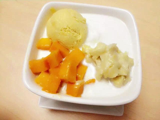 以及纯手工制作的榴莲冰淇淋