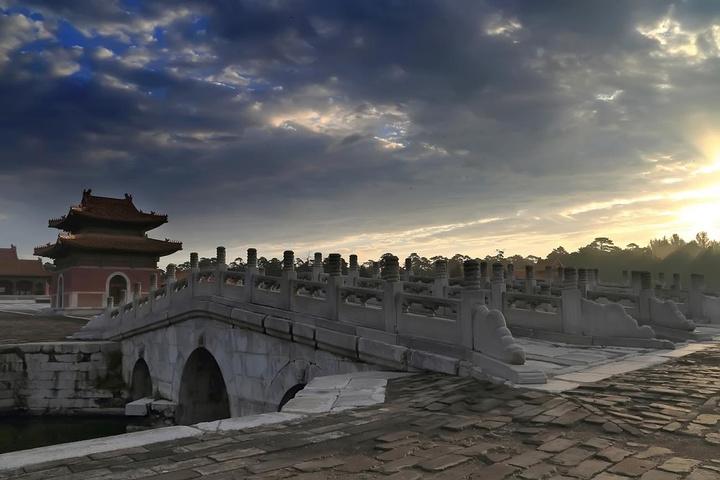 清西陵是规模宏大,体系完整的古建筑群,是一处环境幽雅,风景秀丽的