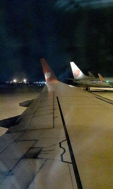 准备起飞又是靠窗,对第2次坐飞机的我来说还是挺好玩的