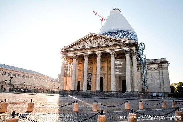 整个殿堂非常大,建筑得也非常壮观神圣,就连天花板屋顶都非常精致漂亮