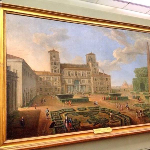 乌菲齐美术馆在阿诺河和市政广场的中间,离老桥很近。美术馆曾经是美帝奇家族的政务厅,Uffizi就是办公室的意思。乌菲齐美术馆以收藏欧洲文艺复兴时期和其他各画派代表人物如达芬奇、米开朗基罗、拉斐尔、波提切利、丁托列托、伦勃朗、鲁本斯、凡代克等作品而驰名,并藏有古希腊、罗马的雕塑作品,素有文艺复兴艺术宝库之称。 说到乌菲齐美术馆,就不得不提到大名鼎鼎的美帝奇家族。这个家族与佛罗伦萨乃至文艺复兴的发展都有千丝万缕的联系。 美帝奇家族创立于1434年,最早是托斯卡纳地区的农民,后来以金融和银行业起家,统治佛