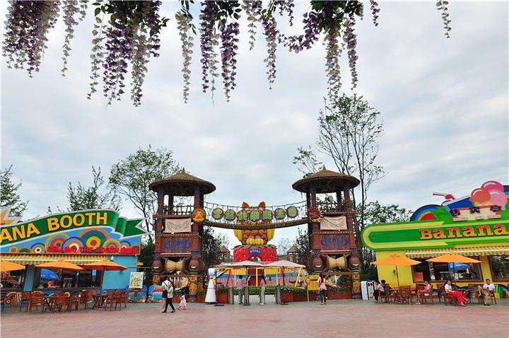 水果侠分了四个区域,魔法动物森林,水果江湖小镇,香蕉侠攀爬王国和