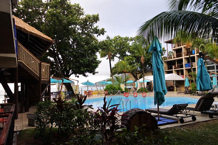 酒店外的海滩小路_马埃岛珊瑚海岸智选酒店(coral strand smart