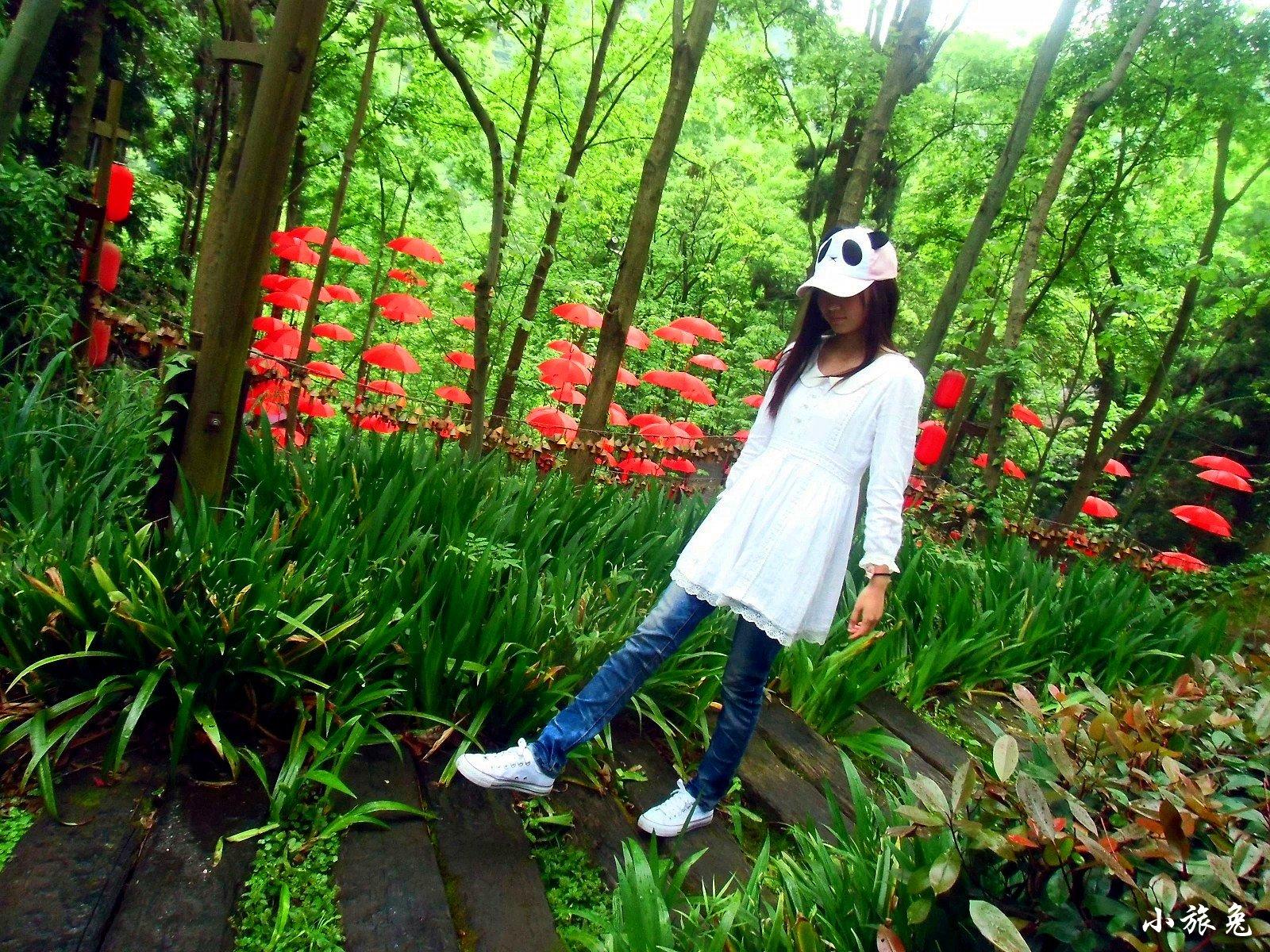 穷游:(凤凰古城+张家界国家森林公园)×2人×5天=1600元