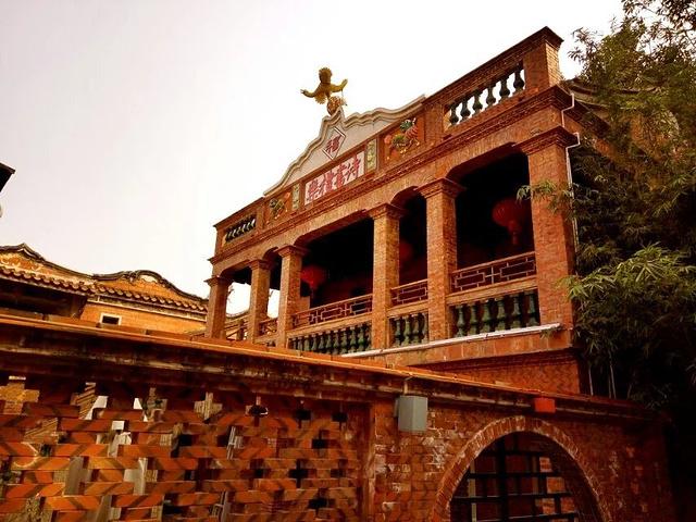 特色的红砖厝,中西合璧的洋楼等明清,民国至现代的特色建筑保存完好.