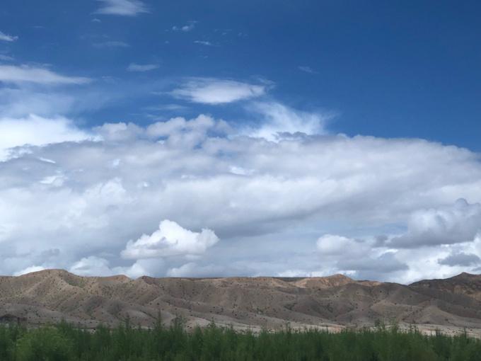 沿途的戈壁風景,由于拍了抖音傳不上來,照片沒拍多少!
