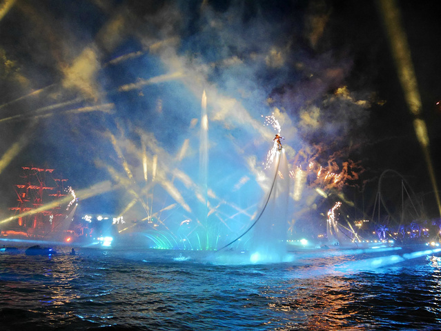 海洋保卫战      每晚八点准时上演,是一天游园的压轴大片.图片