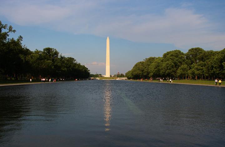 纪念碑倒映在反思池里真的很美,想起了《阿甘正传》里阿甘和珍妮再会