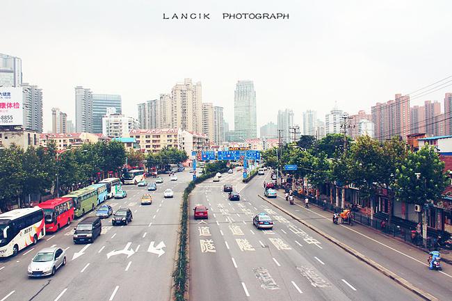 上海城市女人的穿着