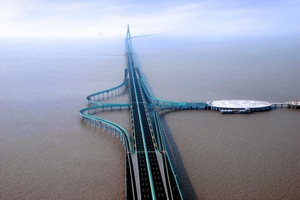跨海桥梁结构示意图