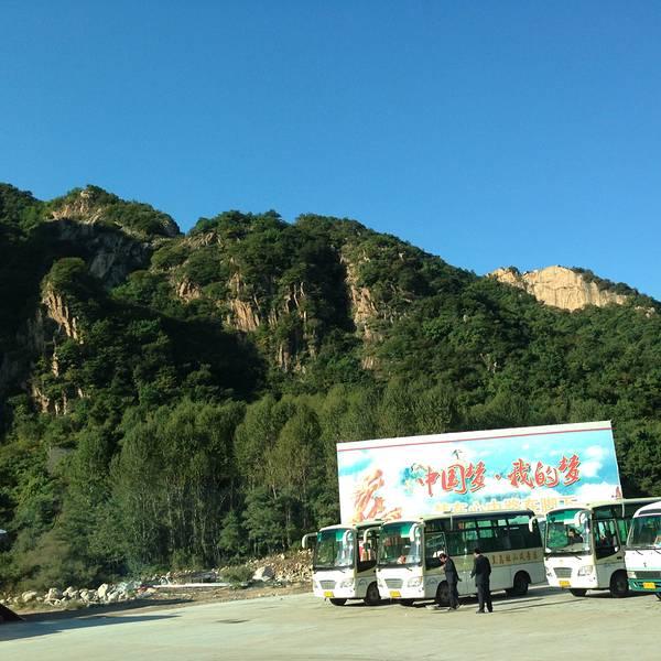 """我一定想不到在秦皇岛市区以北还有一座美丽的山峰,叫做""""祖山""""."""
