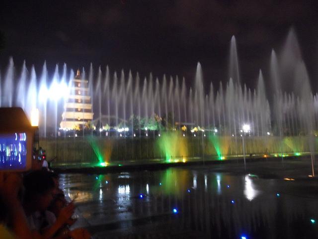 2015西安大雁塔喷泉位于大雁塔北广场,开放时间 大雁塔音乐喷泉评