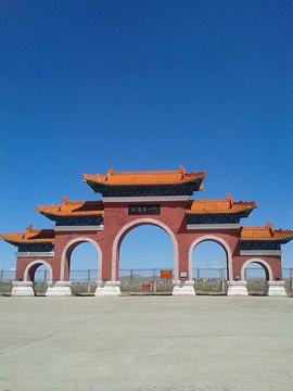 早上6:35从北京南苑机场出发, 9:00左右到达满洲里机场,下了飞机映入