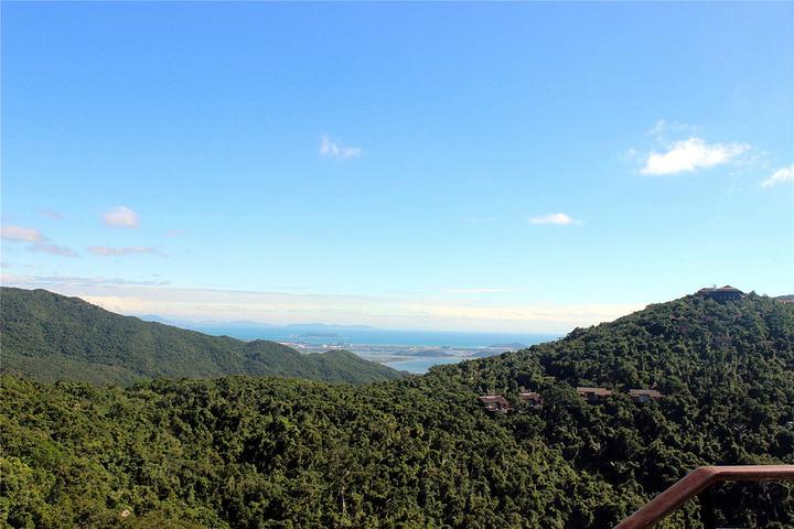 最好的精力留给最美的风景.山顶景色绝佳,登高望远,特别舒心.