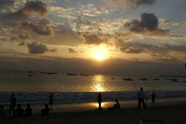 拥有巴厘岛最美夕阳的浪漫海滩.