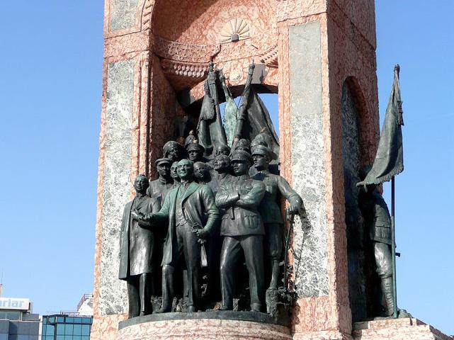 """""""塔克西姆广场位于伊斯坦布尔的欧洲部分,是..._塔克西姆广场""""的评论图片"""